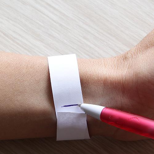 Если вы сомневаетесь какой размер браслета заказать, запястье можно легко измерить самому
