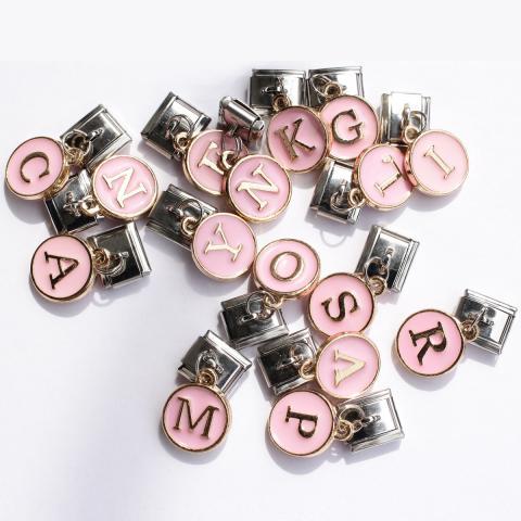 Звенья с розовыми подвесками с буквами